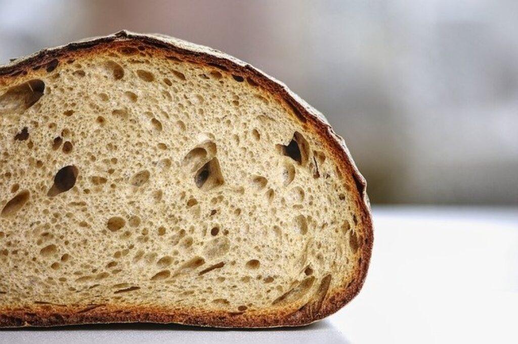 Chłodzenie chleba tylko go wysusza.