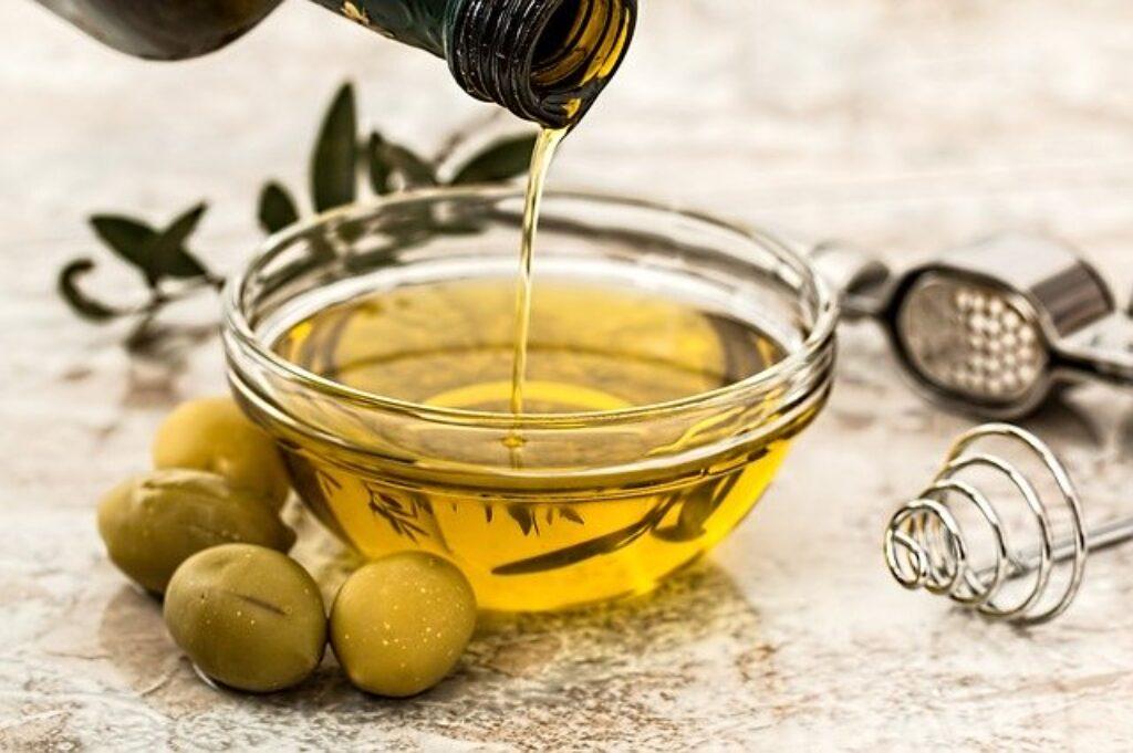 Trzymaj oliwę z oliwek z przyprawami zamiast głęboko w lodówce.