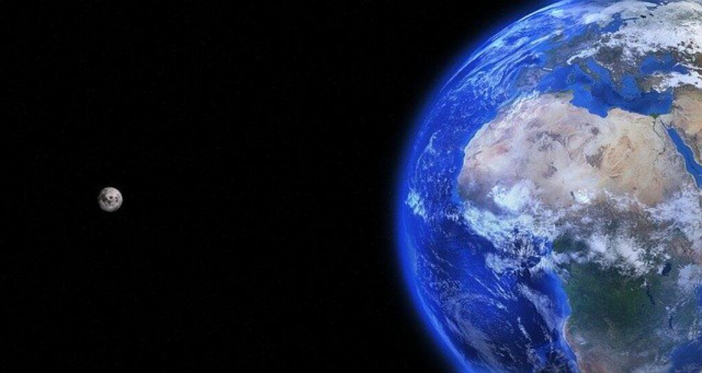 ziemia i księżyc z kosmosu